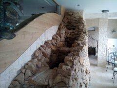 Stavba okrasného vodního prvku v restauraci