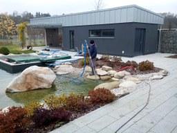 Servisní práce, celoroční péče o jezírko a ryby