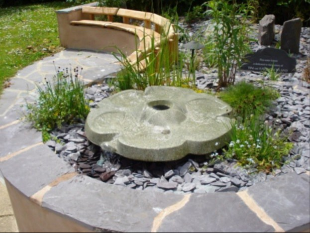 FlowForma Ashdown - vodní efekt (Ø88cm) - Zahradní a vodní doplňky FlowFormy (vodní kaskády)